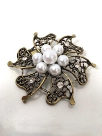 Brooch Vintage Gold